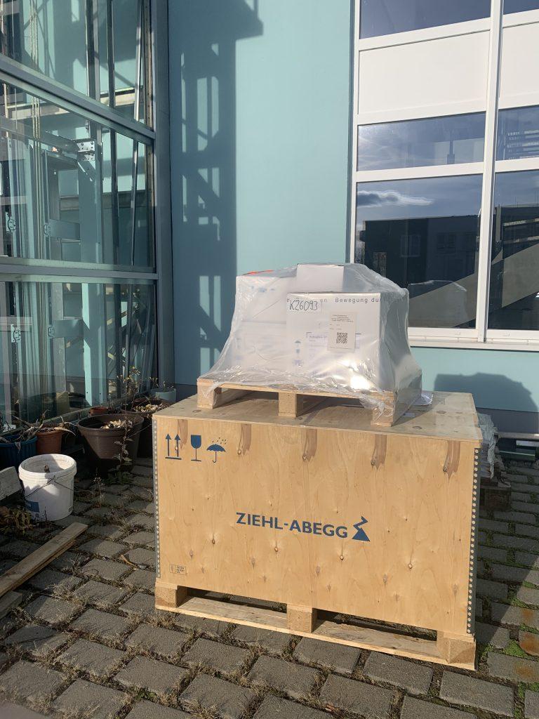 Material für den Gläsernen Lift um den Erfurter Petersberg barrierefrei zu gestalten.