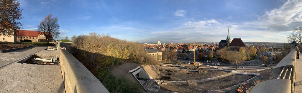 Die noch Baustelle des Gläsernen Lifts - Vom Plateau des Erfurter Petersbergs
