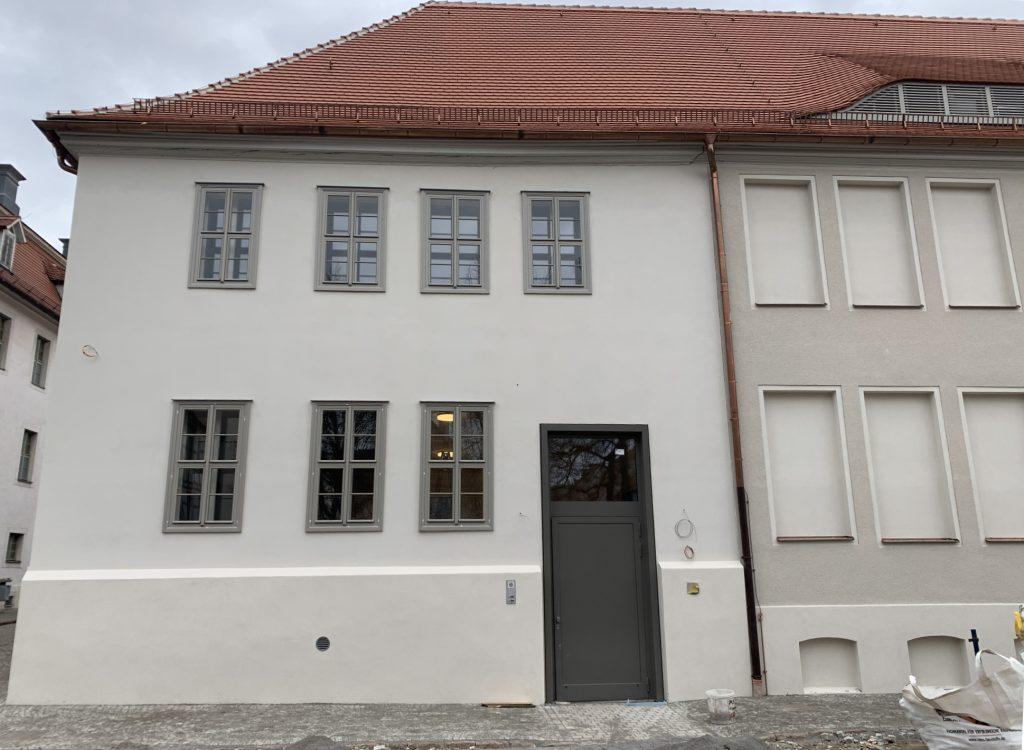 Haus 52 (Druckerei heute Archiv / Bibliothek) der Franckeschen Stiftungen Halle  Montage eines Maschinenraumlosen Aufzugs für 1150 kg (15 Personen) im Zuge von Sanierungsmaßnahmen